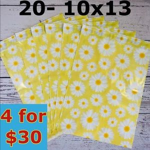 20- 10x13 DAISY Floral Design Poly Mailers